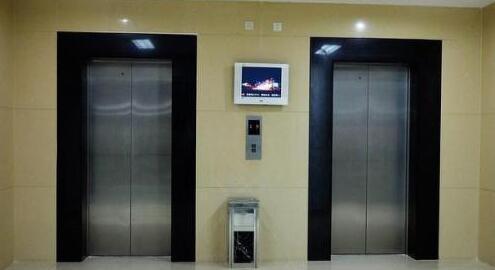 电梯的门保护有两种方式,一种是机械式安全触板,一是光电式光眼或光幕